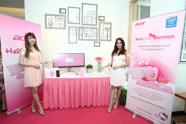 03 Models posing with the Acer Revo One Hello Kitty edition