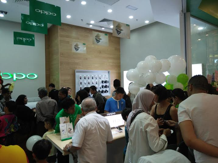 OPPO Lowyat Concept Store 3 Now Open!
