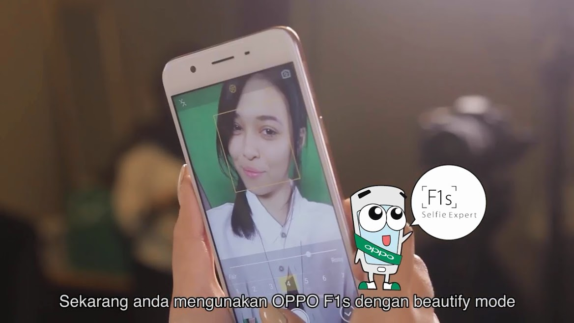 ChaCha Maembong taking Selfie with OPPO F1s