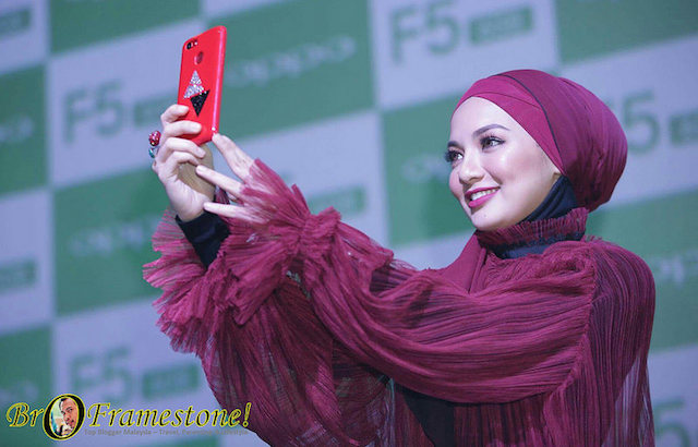 Swarovski Partnership with a Limited-Edition Gift Box OPPO F5 6GB Red Edition