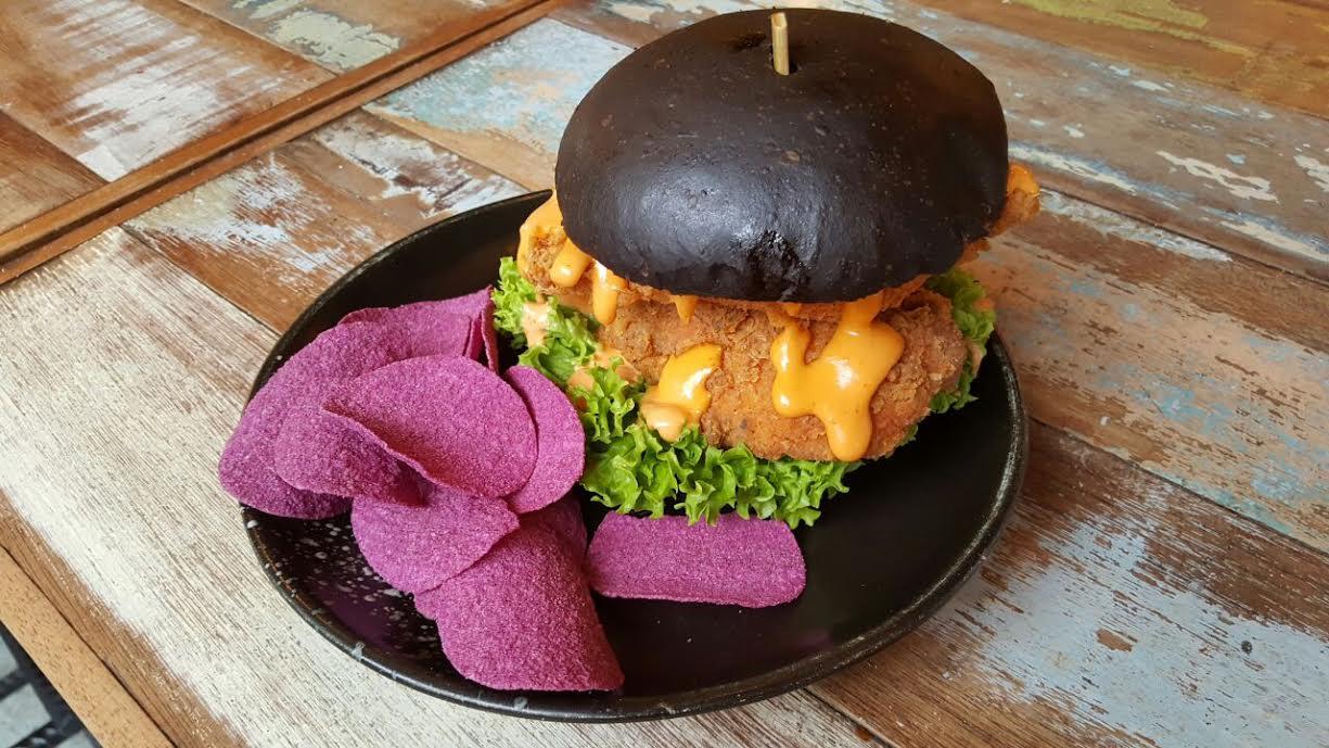 Burger w Mister Potato Sweet Potato Crisps