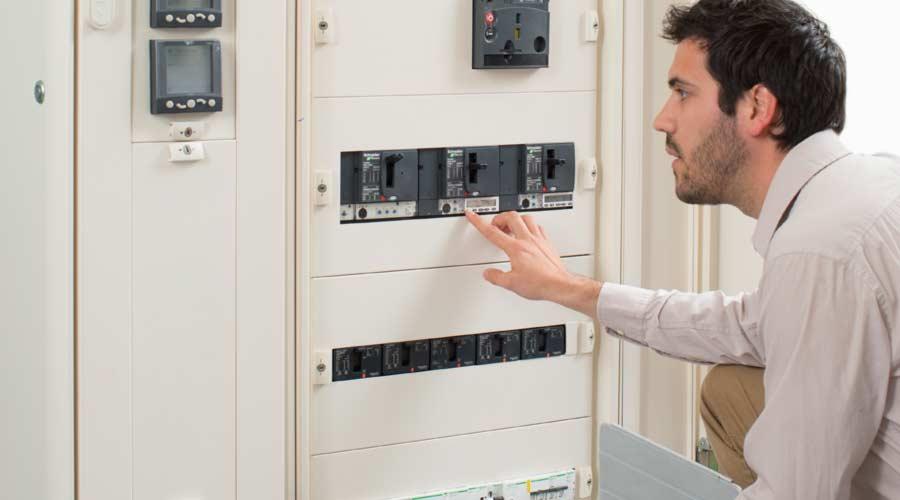 Compact NSXm circuit breakers