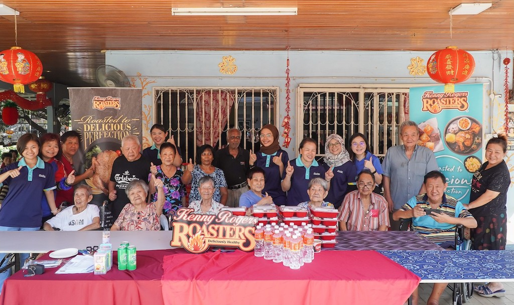 Kenny Rogers ROASTERS celebrates with senior citizens